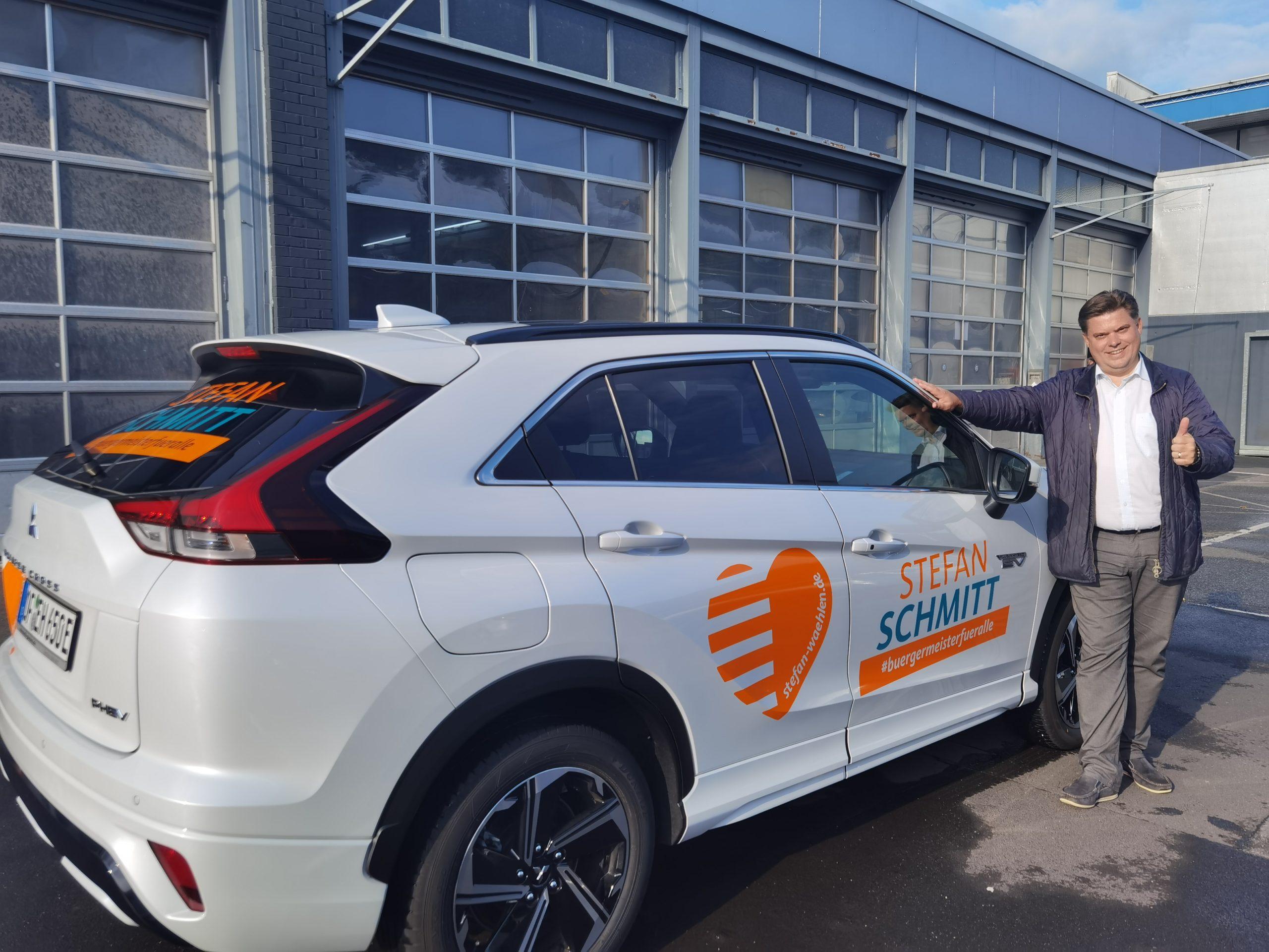 Stefan Schmitt mit hybridem Wahlkampfmobil unterwegs